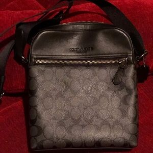 Authentic Coach Messenger / Crossbody Bag
